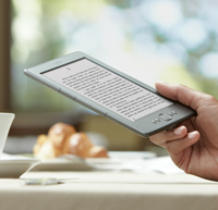 kindle-4-in-mano